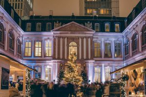 Feste in Frankfurt: Weihnachtsmarkt im Thurn und Taxis Palais